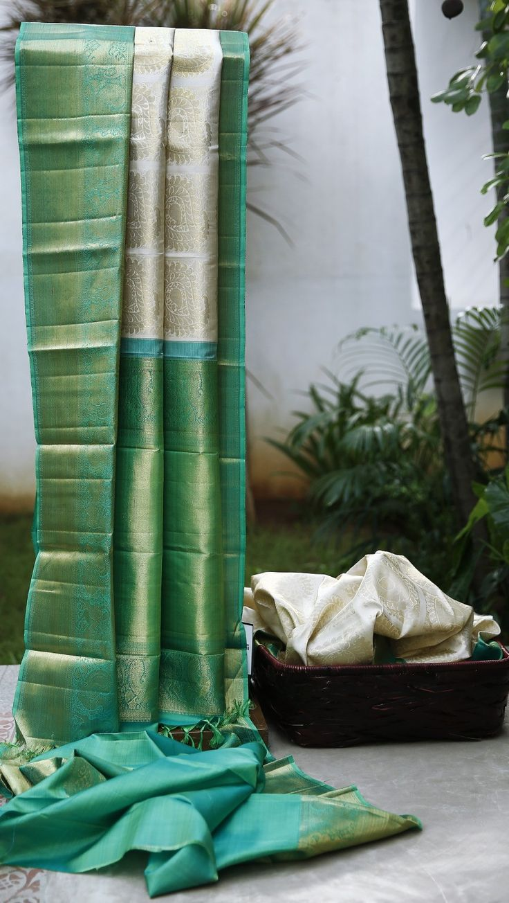 Lakshmi Handwoven Kanjivaram Silk Sari 000430 - Sari / All Saris - Parisera