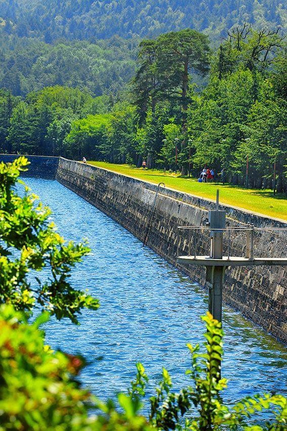 www.auxsourcesducanaldumidi.com Digue du lac de Saint-Ferréol #auxsourcesducanaldumidi #saintferreol #lac #revel #soreze #tarn #hautegaronne #aude © Gilles et Céline Deschamps