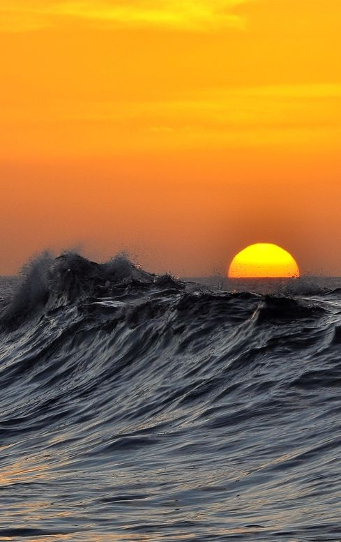 Sunset and waves by Marcos B