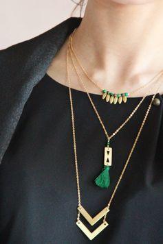 Collier long en laiton brut, pompon et perle Jaspe, idée cadeau, bijou fin, ethnique chic, boho, bohême : Collier par myo-jewel