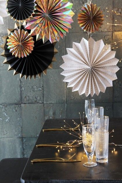 Set of 6 Gold & Black Pinwheel Decorations