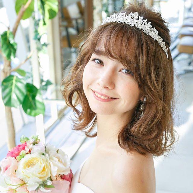 ダウンスタイルにもとても可愛いivory&coのティアラ。 ミルフェリーチェでお取り扱いのティアラでは一番高さの低いデザインです^ ^ まだオンライン掲載ができていませんが、ご来店の花嫁様より、沢山のご予約をいただいています☆ #結婚式準備#結婚準備#プレ花嫁#花冠#フラワーヘッドパーツ#ヘッドドレス#ブライダルアクセサリー#flower#milfelice#milfelicewedding#ミルフェリーチェ#ミルフェリーチェウェディング #前撮り#後撮り#小物レンタル#レンタル#アクセサリー#サロンモデル