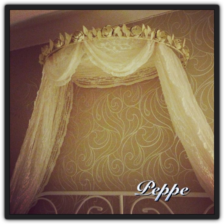 Shabby chic bed crown