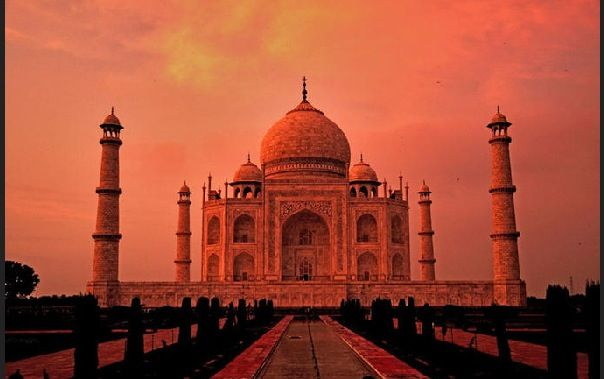 I would love to go to india. It looks like such s special place where you would uncover such beauty