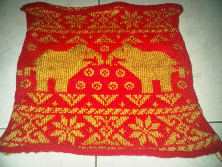 Making songket with knitting techniques. Not so perfect but it's still not bad. :)