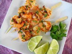 Рецепты блюд из креветок. Закуски с креветками, креветки жареные на гриле, креветки в медовой глазури, креветки в чесночном соусе можно приготовить к любому праздничному столу.