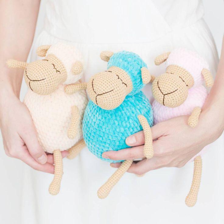 Спят усталые игрушки ______ #amigurumi #crochet #weamiguru #sheep #weamigurumi #knit #схема #вяжутнетолькобабушки #вязанаяигрушка #овечка #лукошкин_дом