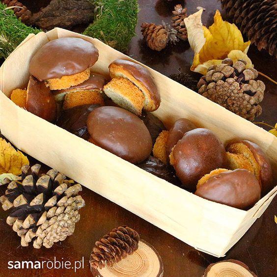 Ciastka grzybki - najprostszy przepis! Wyglądają jak prawdziwe grzyby, a zrobi je każdy. Macie blachę do muffinów? To już możecie zabierać się do pracy.