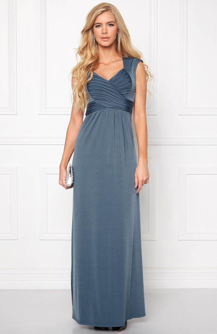 Długa sukienka w pięknym kolorze marki - Chiara Forthi. Idealnie podkreśli walory figury, dostępna na http://www.halens.pl/moda-damska-na-gore-5750/sukienka-francine-dress-573865?imageId=418467&variantId=573865-0003