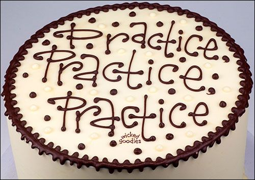 Best 25+ Cake Writing ideas on Pinterest Wilton piping ...