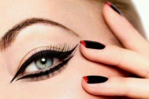 Learn how to apply the eyeliner in 9 ways. See the tutorial >>> http://justbestylish.com/9-best-ways-how-to-apply-eyeliner-like-a-pro/