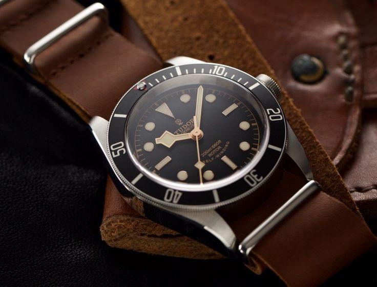 Bracelet montre NATO vintage caramel sur Tudor Black Bay noire > Thomas - voir le produit