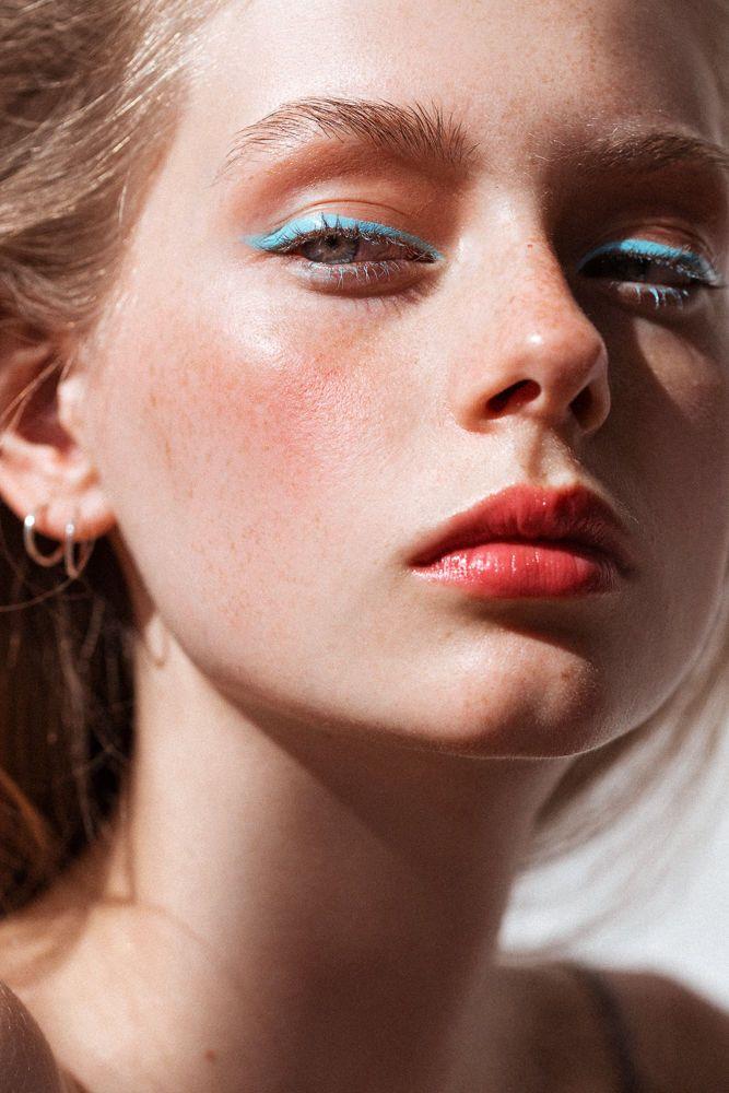 Lauren de Graaf photographed by Tom Newton for Into the Gloss (Josie Maran Argan Color Stick, OCC Lip Tar in Pool Boy, RMS Lip2Cheek in Spell)