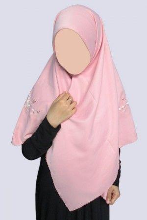 DPB 39 DPB 39, jilbab segi empat hameeda dengan bordiran cantik. dari bahan yang lembut dan tidak nerawang.  Harga : 48.000 Ukuran : 115×115 cm Bahan : dobby  www.botiashop.com