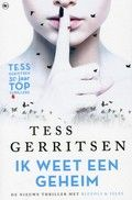 Tess Gerritsen - k weet een geheim // Rizzoli en Isles onderzoeken een van de meest bizarre moorden die ze ooit hebben gezien: een jonge vrouw ligt op haar bed, haar ogen uit hun kassen gehaald en in haar handen gelegd. Vreemd genoeg is er iemand die denkt dat zijzelf de volgende is, want ze is op de hoogte van een geheim. Dat ze nooit aan iemand zal vertellen.