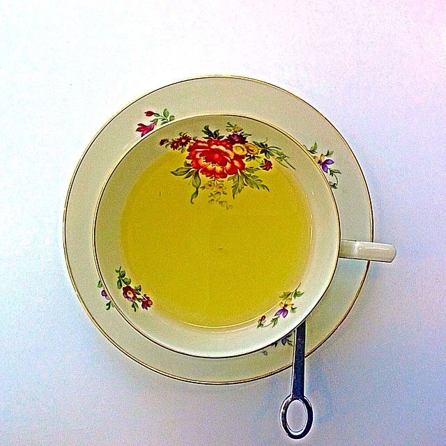 Always is tea time. Il The servito in porcellana pregiata  vintage. Dove? Da Per the.