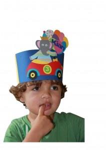 verjaardagsmuts feestelijke olifant in sportauto met een tros balonnen