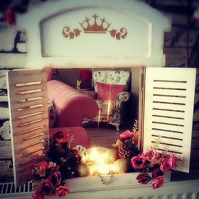 Pencere ayna modelimiz, sizde evinizden güzelliklere bir pencere açın... #pencereayna #antikaltın #beyaz #simitcisehpasi #sımarıksehpa #sehpa #tarzevler #tasarımürünler #dekorasyon #evdekorasyonu #güzelevim #handmade #hediyelik #çeyizlik #mudanya #bursa #openthewindows http://turkrazzi.com/ipost/1518204661239374630/?code=BURvxh5g-Mm