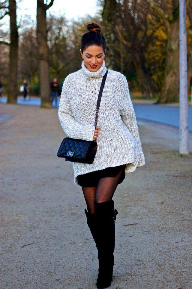 Grote trui met rokje en overknee laarzen