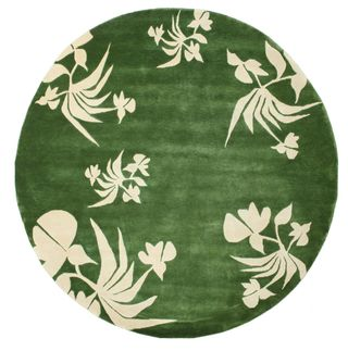 Dit tapijt is geknoopt in werkplaatsen in India. Het tapijt is iets grover met moderne patronen.