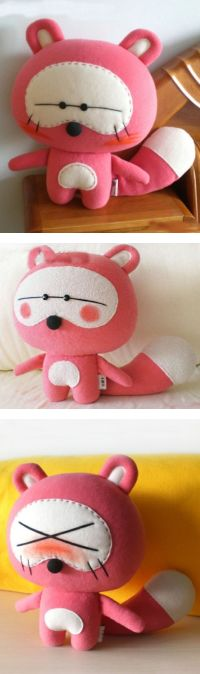 Tutorial no site: http://www.mookychick.co.uk/how-to/arts-and-crafts/how-to-make-a-cute-raccoon-doll.php