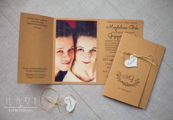 Rustykalnie 🍀#zaproszenie #zaproszenia #zaproszeniaslubne #zaproszenieslubne #weselnie #wesele #invitationwedding #rusticwedding #rustykalnie #kwiaty #eco #koperty #wiersze #oryginal #slubnaglowie #slub #ślub #heart #serce#sznurek #jutowy #rustika #minimalizm #papierekologiczny #rusticwedding #rustykalnewesele #zdjecie #zdjęcie #portret #portrait #mlodzi
