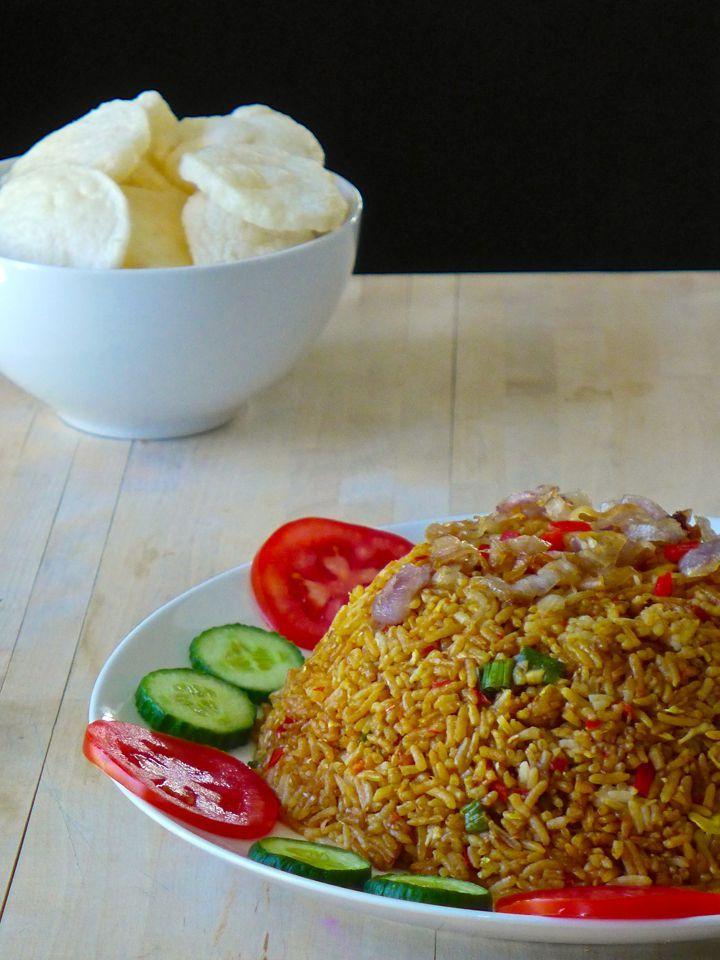 Le nasi goreng peut être considéré comme le plat national de l'Indonésie. Il en existe autant de versions que de familles ou régions en Indonésie.