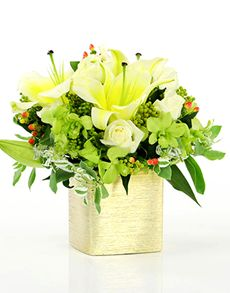 Singapore Flowers: Flower Vase - Lilies and Green Orchids!