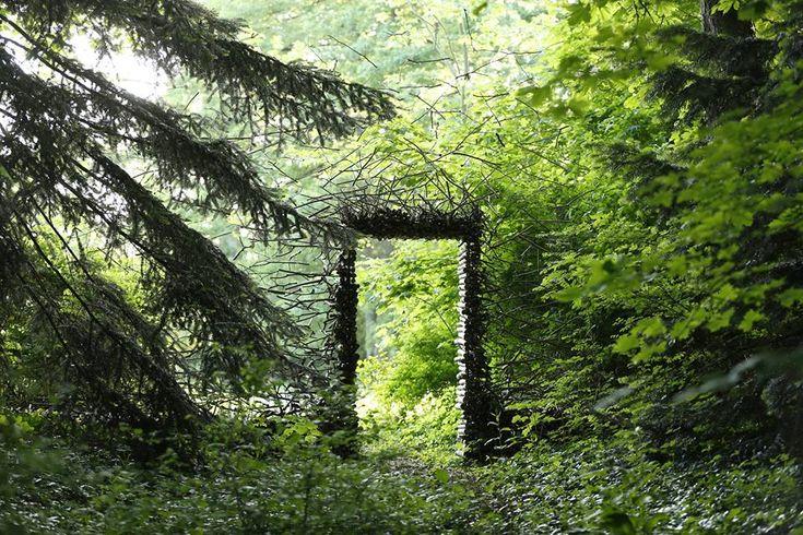 """Chaumont sur Loire Centre d'arts et de nature """"Passage"""" de Kornelia Konrads Image d'Eric Sander"""