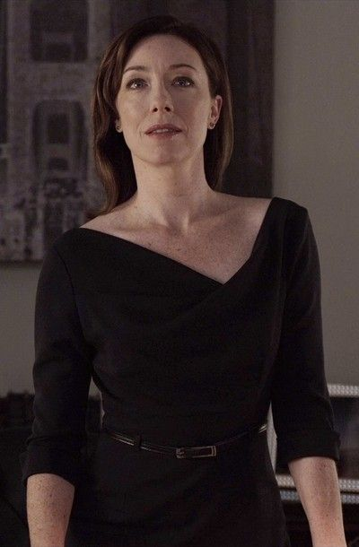 Jackie in House of Cards. Asymmetric neckline.
