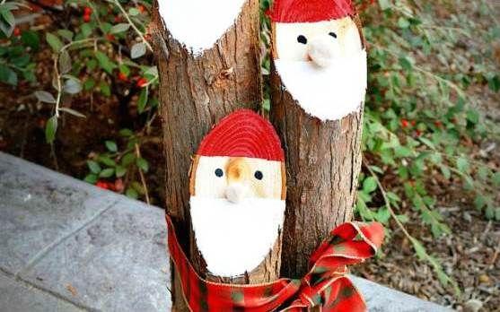 クリスマスが近づくと、自宅や会社の自分のデスクまわりにちょっとしたクリスマスモチーフのオーナメントを置いたり飾りつけをしたりする人も多いと思います。 しかし、市販の可愛いものは高いし、人と同じじゃ面白くない・・・そんな人にオススメの、身近にある物を使ったクリスマスデコレーションをご紹介します! 1.画用紙の輪っかで作ったスノーマン 出典:http://fromabcstoacts.com 画用紙や折り紙の輪っかを繋げて作る飾りは、誰でも小さい頃にチャレンジしたことがあるのではないでしょうか。 そんな輪っかの飾りを白い紙で作ってスノーマンにしてみましょう。スペースがない場合は数個でもいいですし、長〜く繋げてもとってもキュートです。 2.アイスの棒のスノーマン 出典:http://www.sheknows.com こちらはアイスキャンデーの棒を使って作ったスノーマンです。棒を絵の具やマジックで真っ白に塗り、目を描きましょう。 帽子と鼻は色紙、マフラーは紙テープかマスキングテープを使い、ボタンを付ければ完成です。 3.キャンディの植木鉢 出...