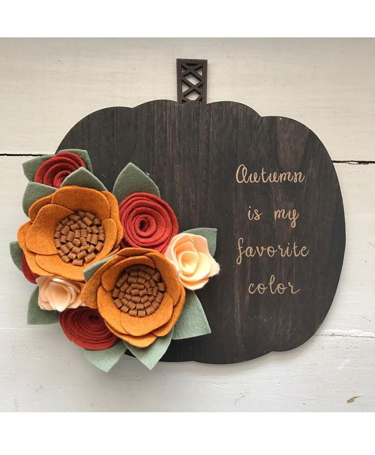 It's the last day to enter the fall giveaway! Go back to my last post to enter. You have a chance to win this pumpkin sign and some other beautiful handmade items!  •  •  #hellofall #falldecor #fallwreath #woodburning #headbands #pumpkinlove #pumpkinsign #falldecor #floraldecor #feltflower #feltflowers #feltflorist #feltfloristsofinstagram