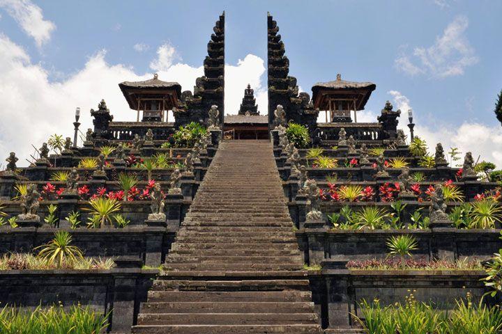 ヒンドゥー教総本山のブサキ寺院(Pura Besakih) 【バリ ハネムーン】