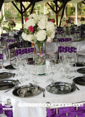 Centro de mesa floral en cilindro de 50 Cms