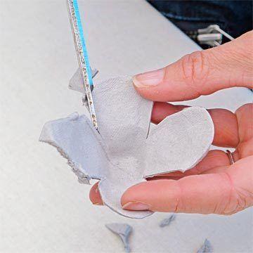Dekoratif bir ayna nasıl yapılır - Yahoo!7yumurta kabı (şekli her parça kesti. Gül ikinci katman oluşturmak için başka bir kap ile tekrarlayın. Üçüncü bardağı da tekrar, ama yaprakları biraz daha küçük kesip, yaprakları rulo eğrisi ve tomurcuk şeklinde yapın. Sıcak tutkal 3, taç yaprakları alt tabaka yaprakları arasındaki boşluklarda otur Daha küçük yaprakları tabaka ile bitirmek.yeterli güller yapıncaya kadar işlemi tekrarlayın. Beyaz sprey gül istenirse boya,.