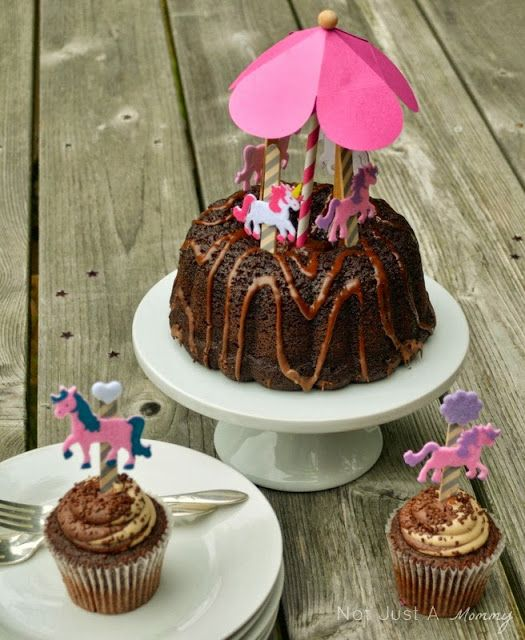 #Sponsored - DIY carousel cake and cupcake toppers made @Popsicle sticks #ambassador
