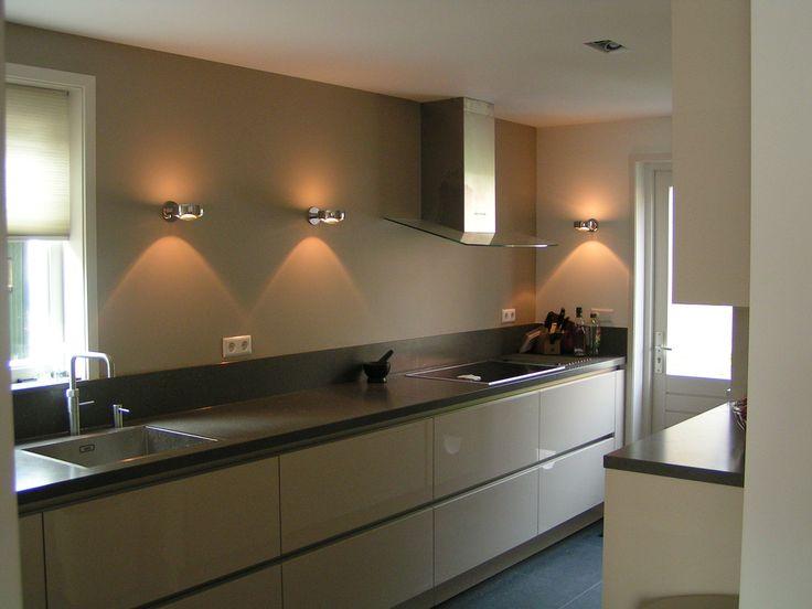 Keukenverlichting Zonder Bovenkasten : Greeploos Greige keuken met spoel-/ kookzijde met veel lades en