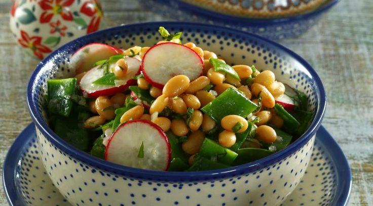 Салат из фасоли, горошка и редиса