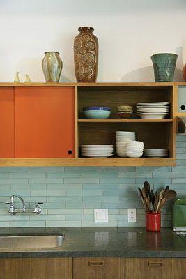 Je trouve les armoire MA-GNI-FIQUE ! La forme petite et rectangulaire non-commune , la couleur orange et la partie ''air ouverte '' j'adore . la brique bleu est aussi très belle avec le orange .