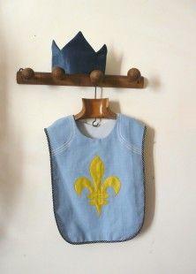 Blason, pourpoint et couronne, pour petit chevalier de 4 à 6 ans !