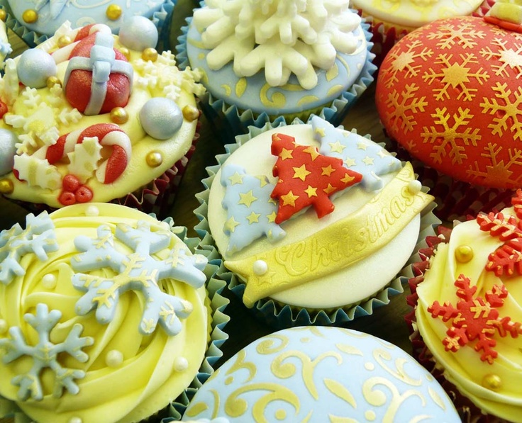 Christmas Cupcakes using Stencils. NEW Christmas Scrumptious Stencils available from www.cakecrafting.co.uk