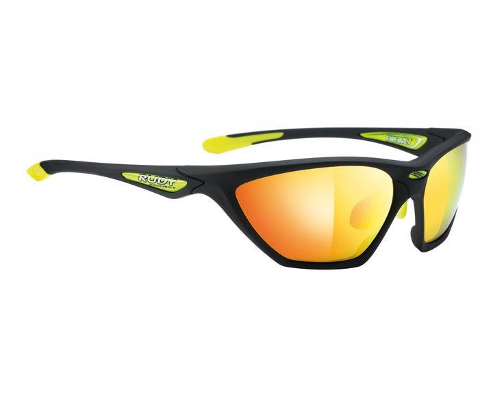 De RUDY PROJECT FIREBOLT bril biedt professionele bescherming tegen licht. Met de getinte RP OPTICS lenzen is hij optimaal aangepast op alle lichtverhoudingen. Individueel aanpasbare elementen bieden zeer veel draagcomfort.  Details: • getinte RP OPTICS lenzen  • QUICK CHANGE INTERCHANGEABLE LENS SYSTEM – snel en eenvoudig te verwisselen lenzen • 360° ADJUSTABLE – verstelbare neusbrug en uiteinden van de pootjes • inclusief microvezel zakje  Artikelnummer van de fabrikant: SP276 en SP214…
