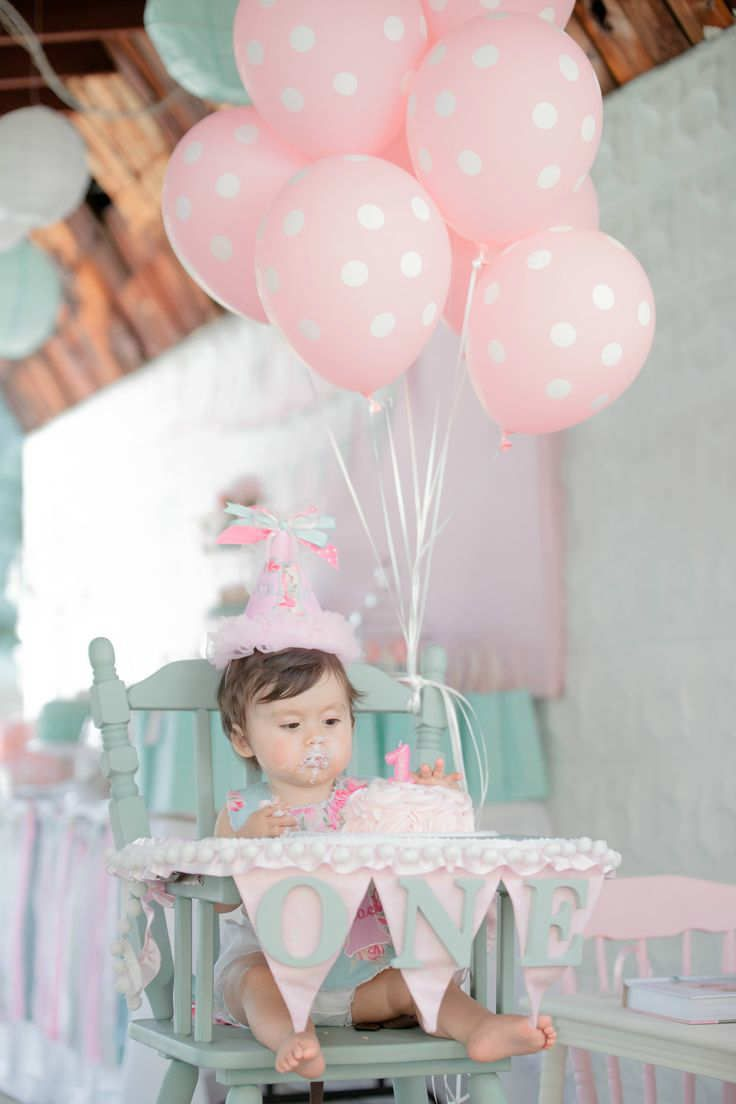 Shabby chic 1st birthday | 10 1st Birthday Party Ideas for Girls Part 2 - Tinyme Blog