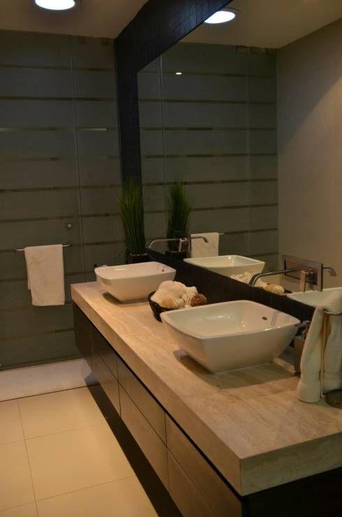 Baños de estilo moderno por TREVINO.CHABRAND | Taller de Arquitectura