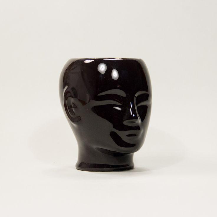 Niczym z gabinetu Bogusia Lindy #vintage #vintagefinds #vintageshop #forsale #design #midcentury #midcenturymodern #decor #black #ceramics #head