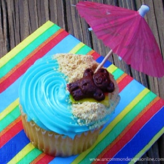 Teddy graham beach cupcake