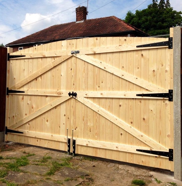 WOODEN DRIVEWAY GATES 6FT HIGH 7FT WIDE (TOTAL) FREE HEAVY DUTY HINGES & LOCK in Garden & Patio, Fencing, Gates | eBay