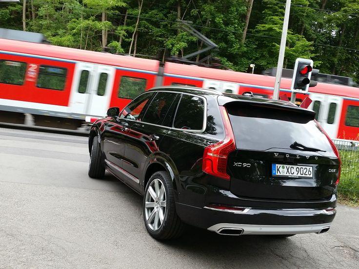 Ist der #Volvo #XC90 das perfekte #familienauto oder gibt es etwas zu meckern? Wir waren auf #probefahrt mit dem #suv aus Schweden