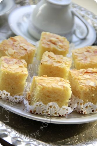 Aujourd'hui je partage avec vous une recette simple à réaliser, un bon gâteau libanais, à déguster a l'heure du gouter, une recette que j'ai trouvé sur un forum arabe de Manel el Alem, certains utilisent seulement le Curcuma pour le préparer, d'autres...