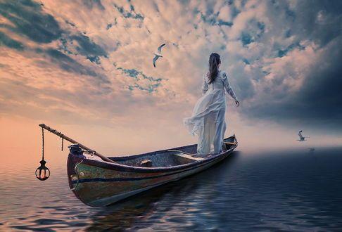 Обои Стройная девушка в длинном, белом платье, стоящая в лодке, медленно плывущей по морю, с горящим на корме фонарем на фоне неба с перистыми. белыми облаками, парящей в небе чайки, автор Garas Ionut